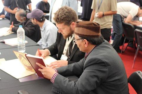 قرآنی که توسط 6 هزار نفر در جهان نوشته شده، به نمایش گذاشته می شود