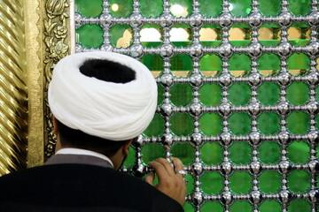تصاویر/ مراسم غبارروبی ضریح حضرت معصومه(س) با حضور مدیران هیت های محوری و برگزیده کشوری