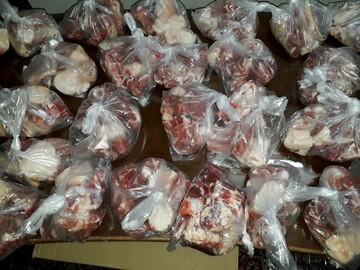گوشت قربانی به سفره نیازمندان نجف آباد می رسد