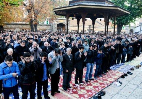 برپایی نماز عیدقربان با حضور گسترده نمازگزاران در مسجد جامع سارایوو