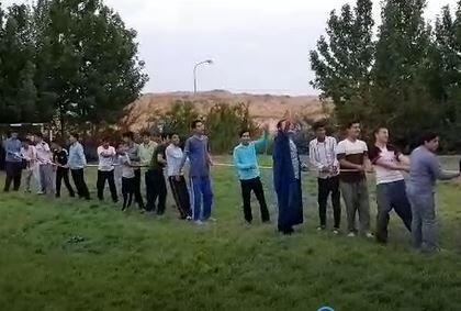 فیلم/ مسابقه طناب کشی طلاب مدرسه علمیه آبیک