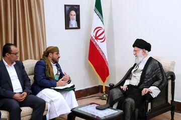 بالصور/ لقاء السيد محمّد عبد السلام الناطق باسم حركة أنصار الله في اليمن والوفد المرافق بالإمام الخامنئي