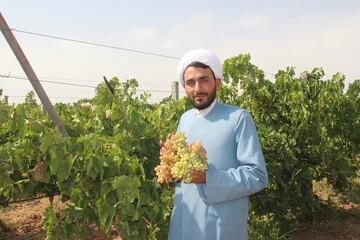 کشاورزی  در لباس روحانیت+ عکس