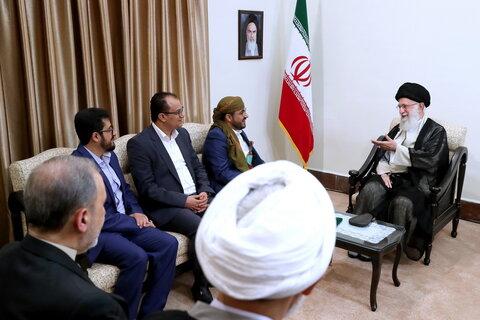 تصاویر/ دیدار سخنگوی جنبش انصارالله یمن و هیئت همراه با رهبر معظم انقلاب