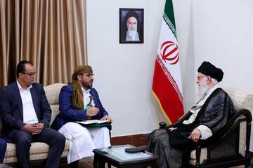 Yemen's Ansarullah Delegation Hands Sayyed Houthi's Letter to Imam Khamenei