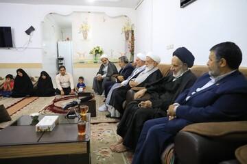 امام جمعه بیرجند به دیدار یک خانواده شهید رفت