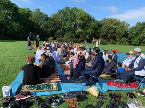 برای نخستین بار: مسلمانان آکسفورد، نماز عید امسال را روی علفزارها اقامه کردند