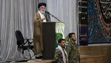 عزت ایران مرهون ایستادگی آزادگان است