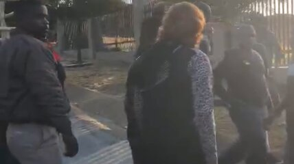 مزاحمت خشونت آمیز همسایگان در مراسم قربانی کردن در آفریقای جنوبی
