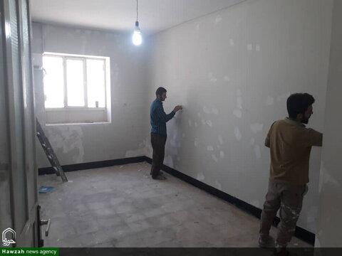 بالصور/ إعادة بناء مدرسة الإمام الرضا (ع) العلمية في مدينة بلدختر الإيرانية والتي كانت متضررة بالسيول والفيضانات في هذا العام