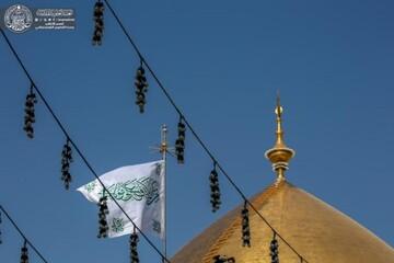 رفع راية أمير المؤمنين (عليه السلام) استعدادا للاحتفال بيوم الغدير الأغر+صور