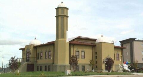 مسجد شهر رجاینا در کانادا، به سئوالات غیرمسلمانان پاسخ می دهد