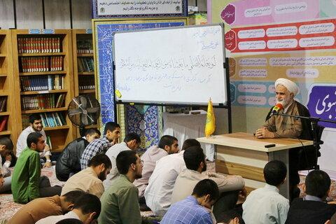 حجت الاسلام محمدیان مسئول ارتباطات حوزوی دفتر رهبری
