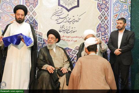 بالصور/ طلاب الحوزة العلمية بأصفهان يعتمرون العمامة في ذكرى عيد الغدير الأغر