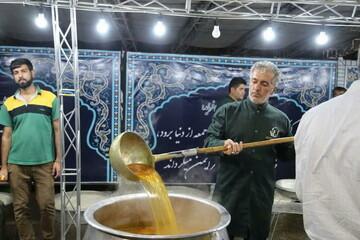 تصاویر/ طبخ و توزیع بیش از 9 هزار غذای نذری در حرم حضرت سید علاءالدین حسین (ع) شیراز