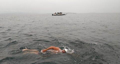 نخستین مسلمان و سالمندترین مردی که موفق شد کانال شمالی را شنا کند