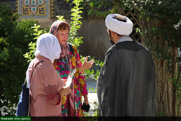 تصاویر/ فعالیت های مدرسه علمیه ناصریه اصفهان برای گردشگران خارجی در ایام عید غدیر