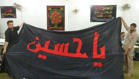 العتبة الحسينية تنجز راية الحزن السوداء لشهر محرم