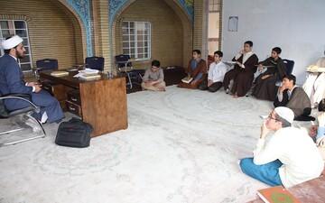 اساتید حوزه، طلاب انقلابی و باسواد تربیت کنند