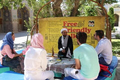حضور گردشگران خارجی در مدرسه ناصریه