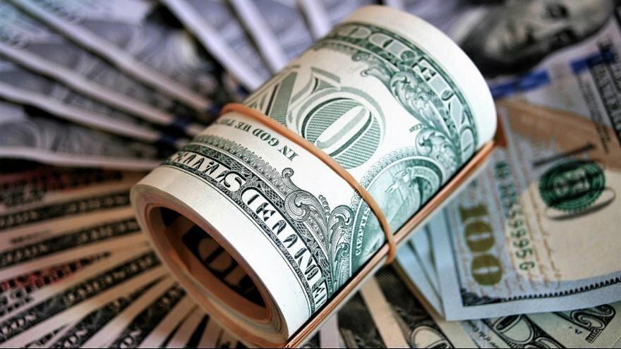 خرده فروشی، دلار را از سقوط نجات داد