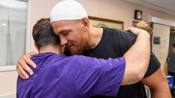 دیدار عاطفی ورزشکاران مسلمان استرالیایی با بازماندگان کرایست چرچ