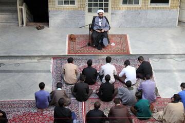 تصاویر/ درس اخلاق امام جمعه همدان در مدرسه علمیه رسول اکرم(ص) مریانج