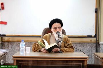 نماینده ای که پیرو سیاست حسینی نباشد به درد مجلس نمی خورد