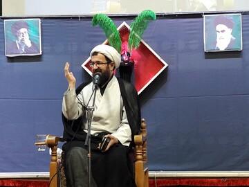 تقویت روحیه عاشورایی و شناخت فتنه ها رسالت امروز حسینیانِ است