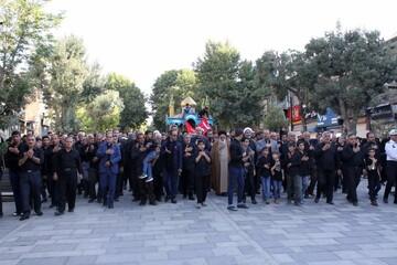 تصاویر/ اجتماع عزاداران همدانی در استقبال از پرچم گنبد حرم امام حسین(ع) و حضرت عباس(ع)