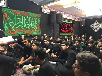 دانش آموزان تهرانی در سوگ سیدالشهدا(ع)+ عکس