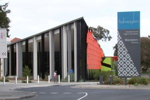 دانشجوی مسلمان موفق شد دانشگاه استرالیایی اسلام هراس را به زانو در آورد