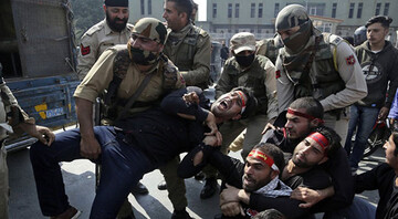 Shia Muslims gathering in Kashmir attacked by Indian police