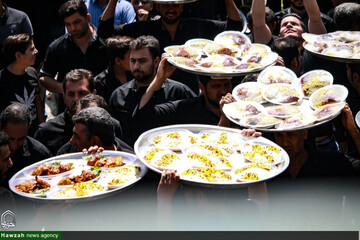 توزیع روزانه ۱۰ هزار پرس غذا در موکب اوقاف لرستان در سامرا