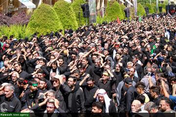 تصاویر/ عزاداری و اقامه نماز ظهر عاشورا در میدان امام اصفهان