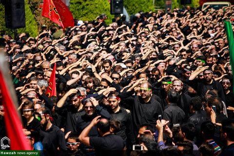 عزاداری  و نماز ظهر عاشورا در میدان امام اصفهان