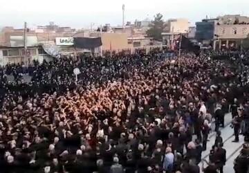 فیلم| عزاداری مردم آران و بیدگل در شام عاشورای حسینی