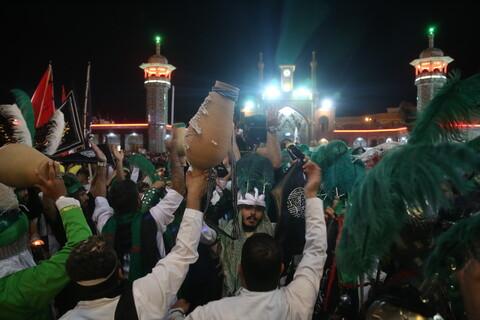 تصاویر/ دسته عزاداری سقاها در شام غریبان امام حسین(ع) در قم