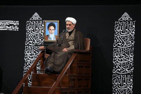 بالصور/ مجلس العزاء الحسيني في ليلة الحادي عشر من شهر محرّم بحضور الإمام الخامنئي
