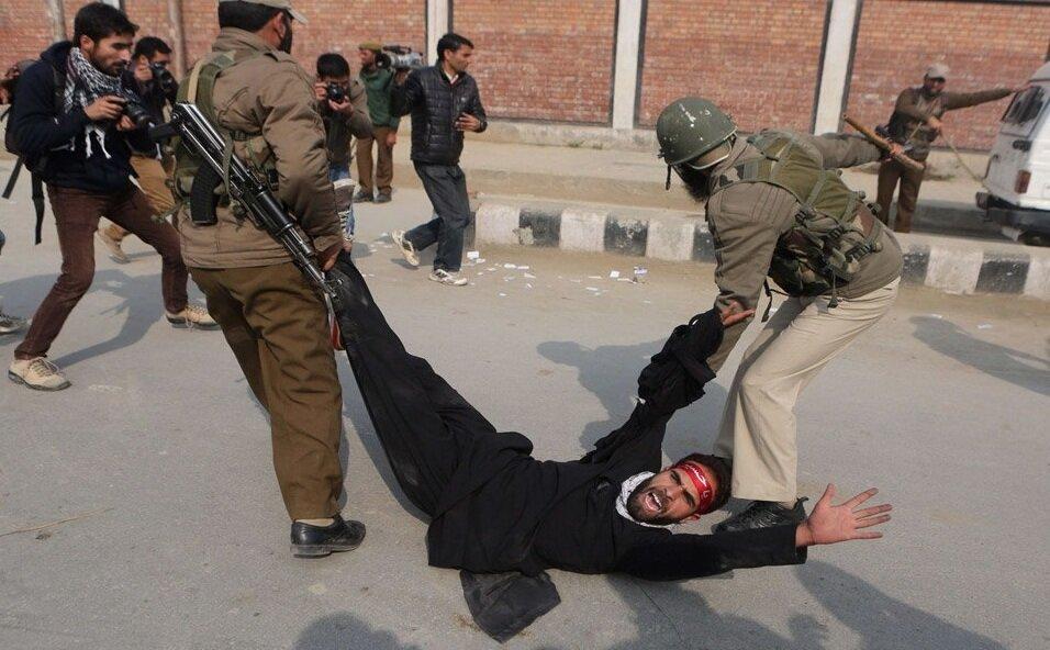 فیلم| حمله ارتش هندوستان به عزاداران کشمیری