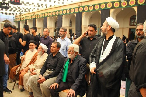 تصاویر/ صدمین سال تجمع هیئات مذهبی روز 13 محرم در مسجد ملااسماعیل یزد با میزبانی روحانیون