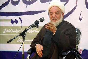 انقلاب و نظام اسلامی در قبال دنیای امروز انعطاف دارد اما انفعال نه