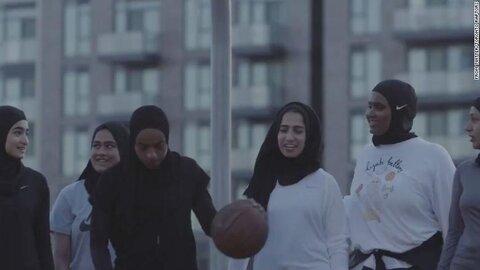 تیم بسکتبال تورنتو نخستین روسری حجابی مخصوص ورزش بانوان را تولید کرد