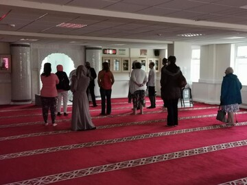 Group of women visit mosque for the first time in UK