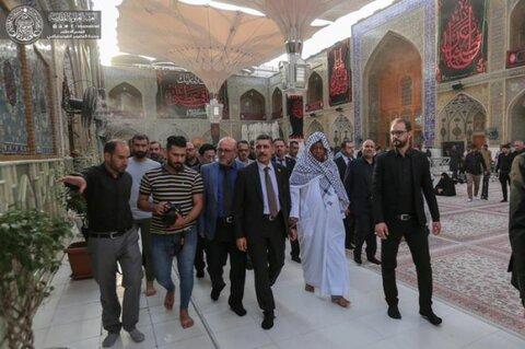 """الأمين العام لمنظمة """"أوبك"""" يتشرف بزيارة مرقد أمير المؤمنين (ع)"""
