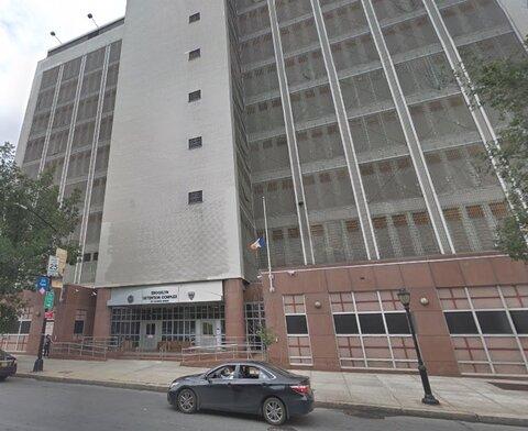 شکایت مرد مسلمان به خاطر محرومیت از غذای حلال در زندان بروکلین