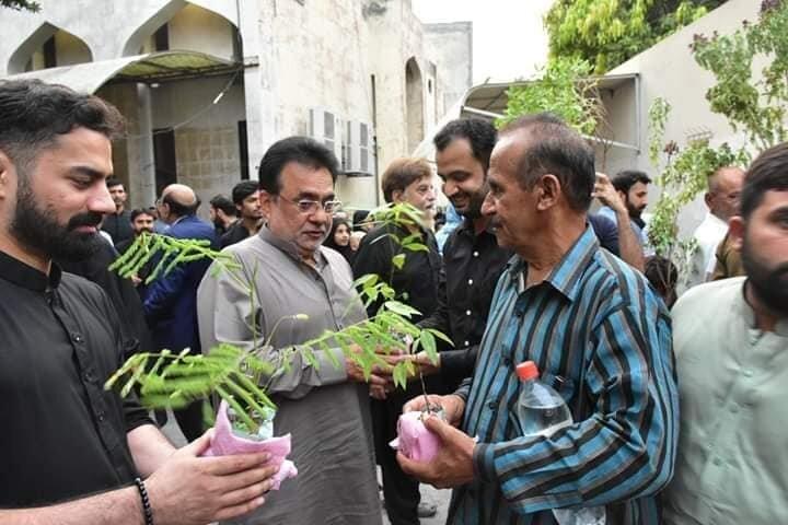 نذری جالب در مراسم عزاداری امام حسین(ع) در پاکستان+تصاویر