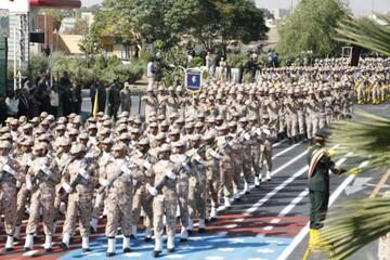 اهتزار بیرق های مردانگی در رژه نیروهای مسلح یزد+ عکس