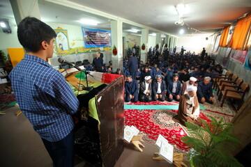 تصاویر/ آئین نواختن زنگ نماز در اولین روز  سال تحصیلی جدید در مدرسه شهدای گمنام قم