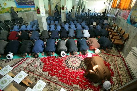 آئین نواختن زنگ نماز در اولین روز  سال تحصیلی جدید در مدرسه شهدای گمنام قم